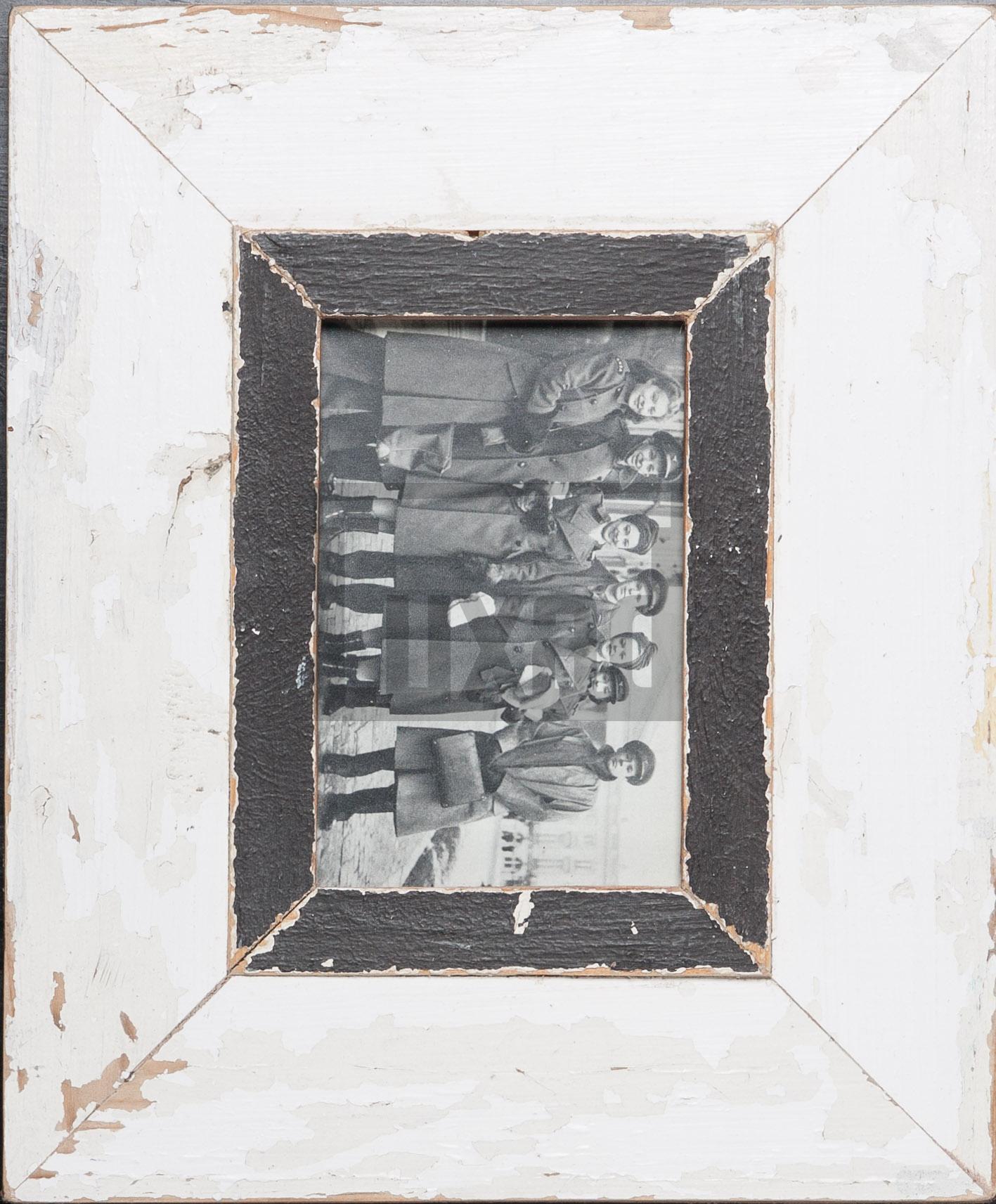 Vintage-Fotorahmen aus recyceltem Holz von der Luna Design Company