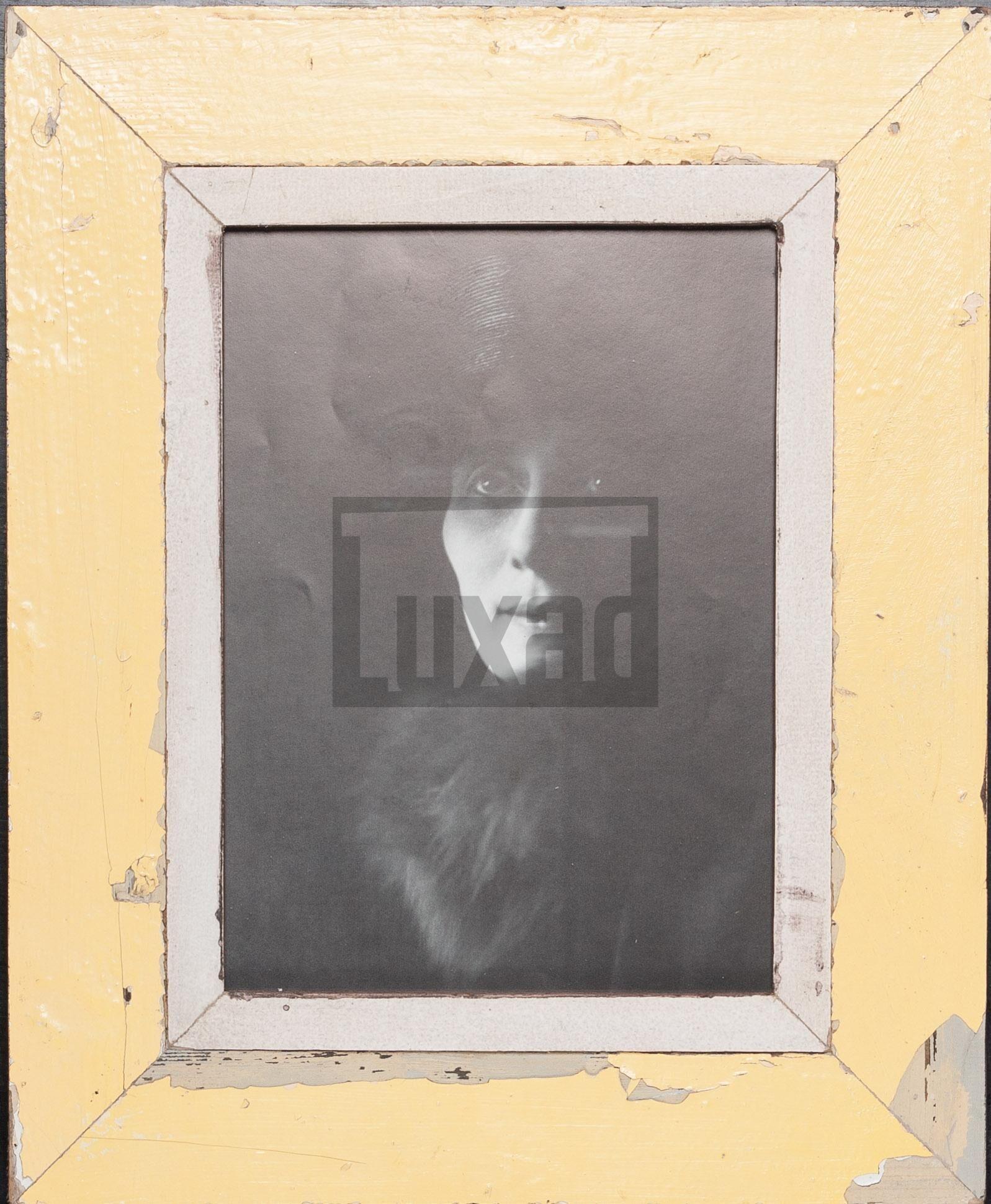 Gelber Vintage-Bilderrahmen aus altem Holz für Fotos DIN A4