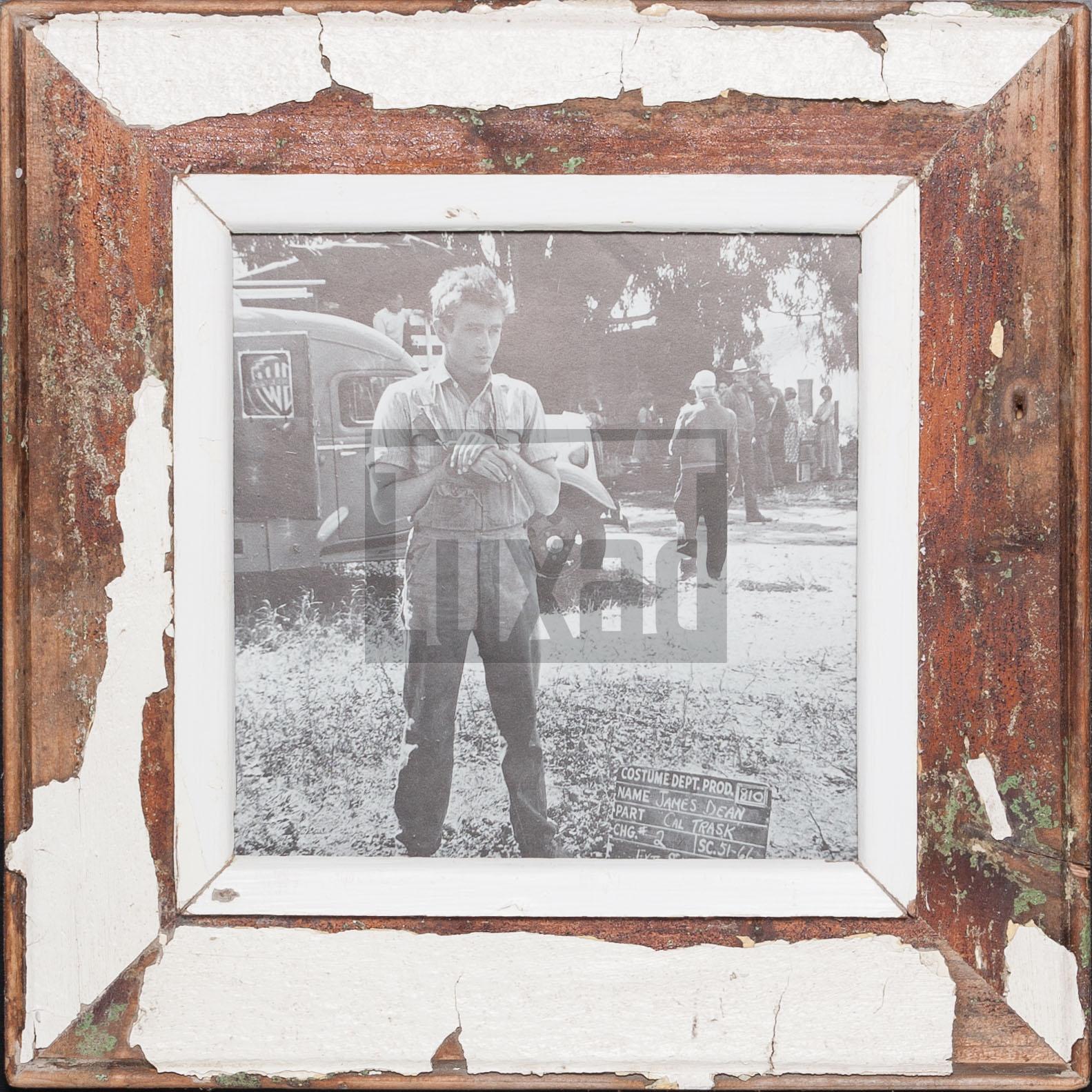 Quadratischer Wechselrahmen aus Recyclingholz für quadratische Fotos