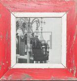 Roter, quadratischer Wechselrahmen aus Recyclingholz für quadratische 21 x 21 cm