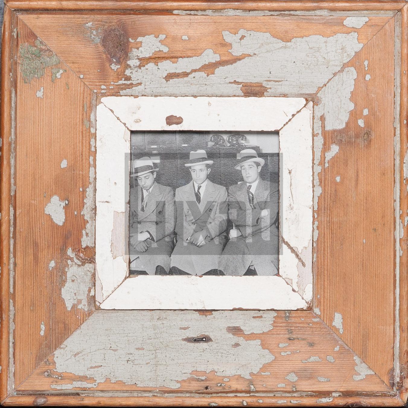 Quadratischer Wechselrahmen aus Altholz für kleine quadratische Fotos