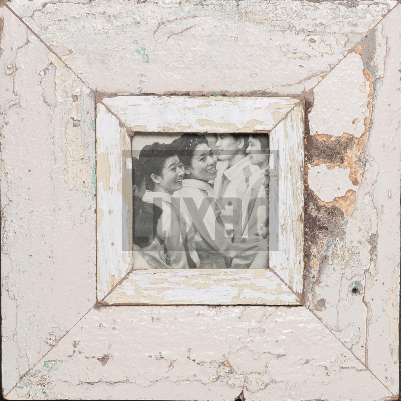 Quadratischer Bilderrahmen aus alten Holzleisten für kleine quadratische Fotos