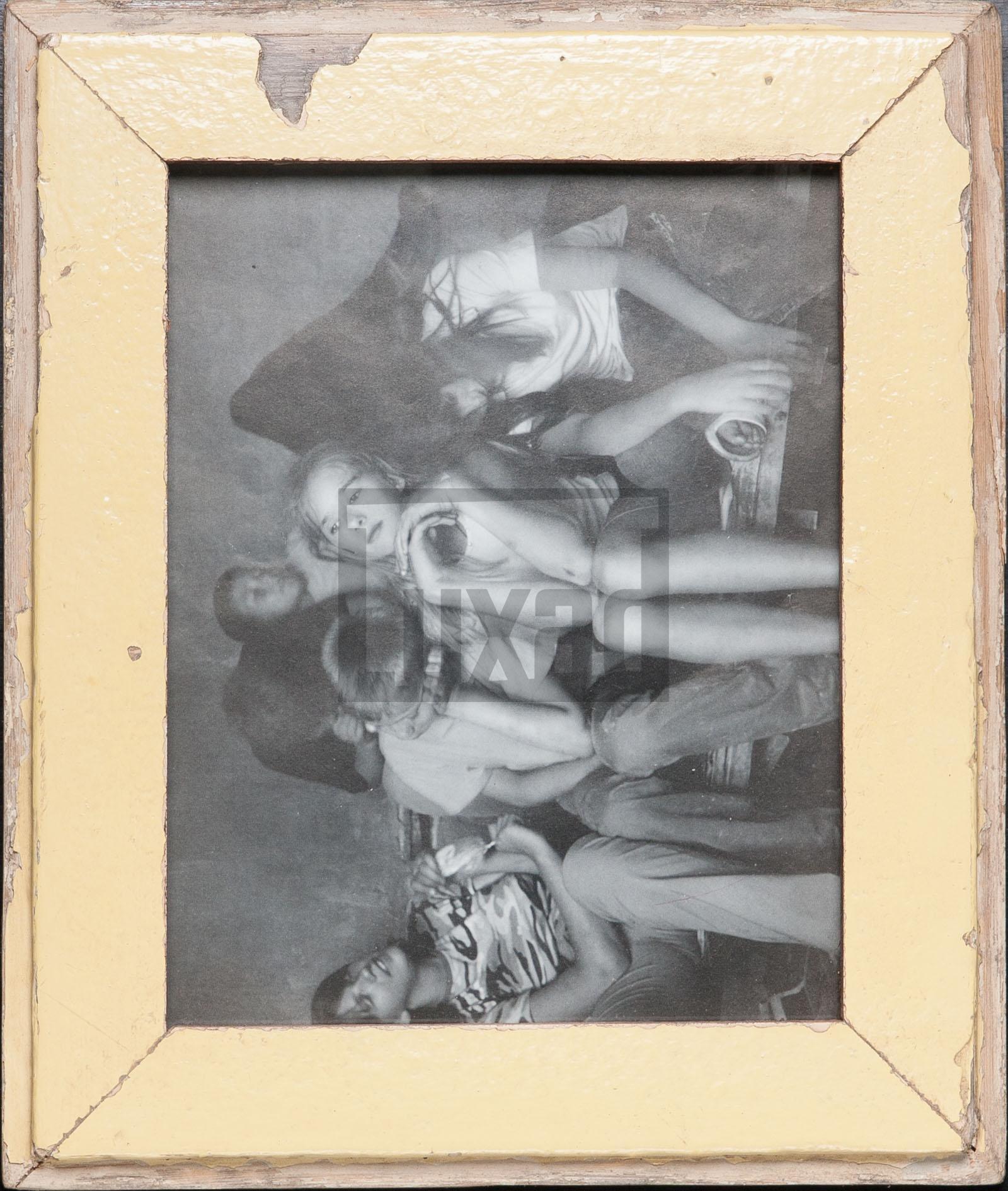 Bilderrahmen aus Recyclingholz für Fotos 20 x 25 cm