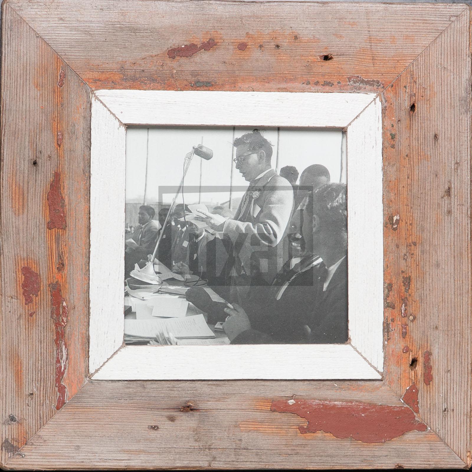 Quadratischer Vintage-Fotorahmen aus recyceltem Holz für quadratische Fotos
