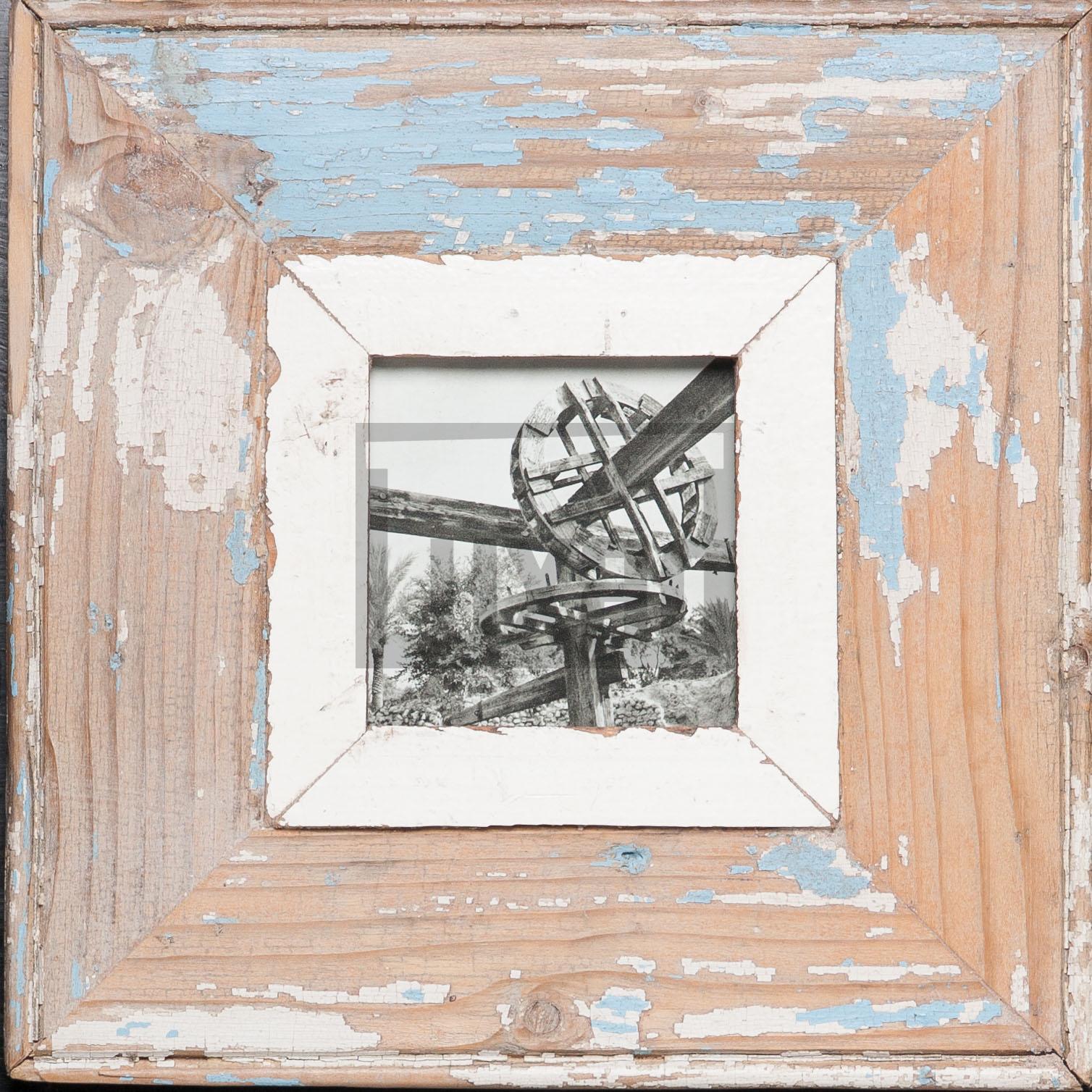 Quadratischer Bilderrahmen aus recyceltem Holz für kleine quadratische Fotos